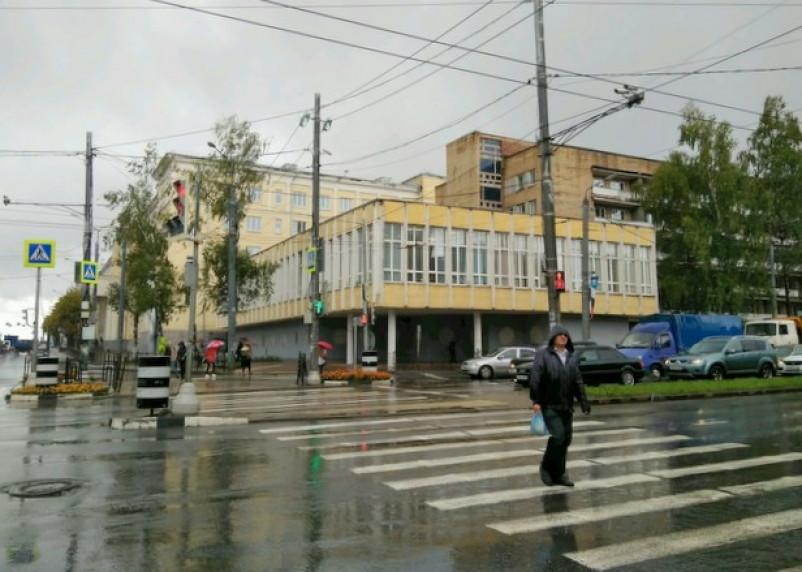 Заплатил – не отчислили: в Смоленске осудили завкафедры медуниверситета за взятки
