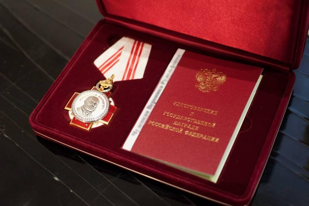 Смоленских медиков наградили орденами и медалями за вклад в борьбу с коронавирусом