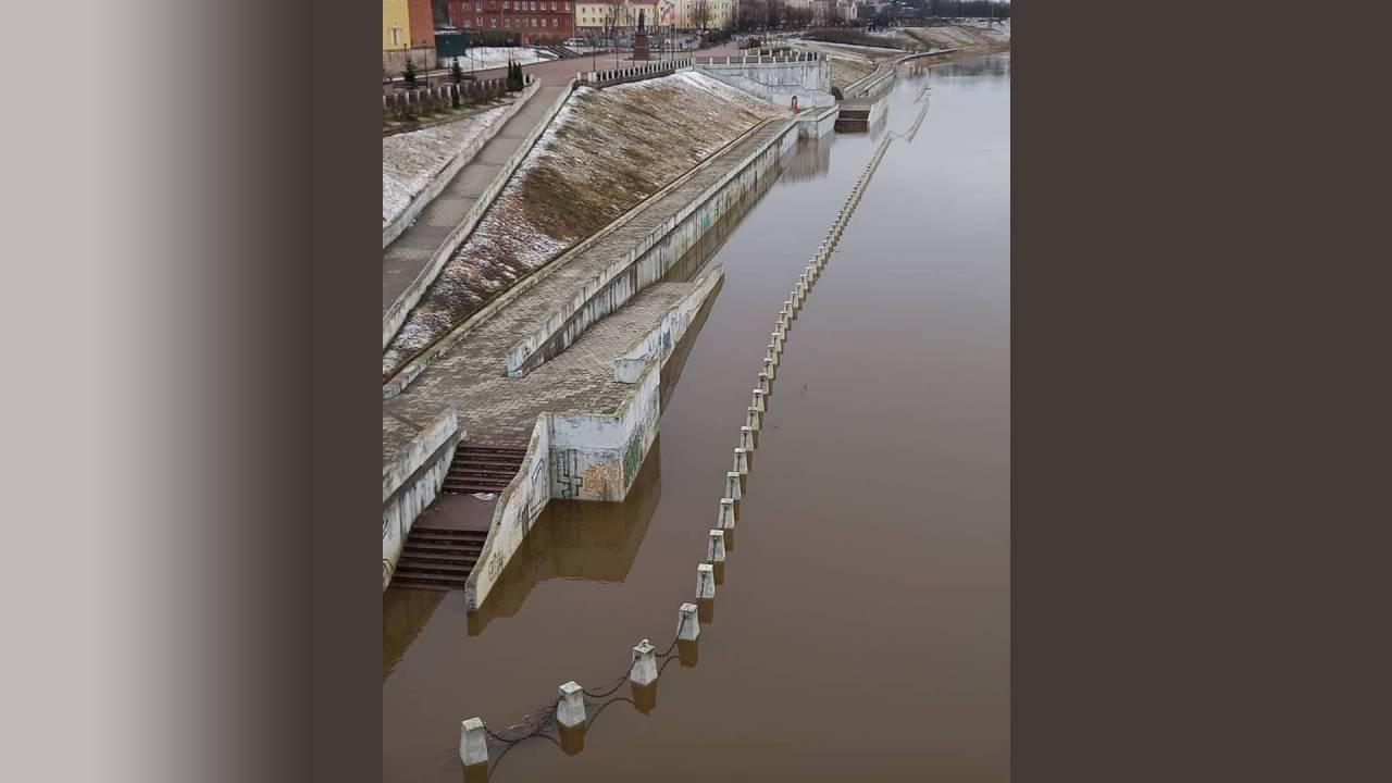 Паводок не щадит: смоленская набережная оказалась под водой