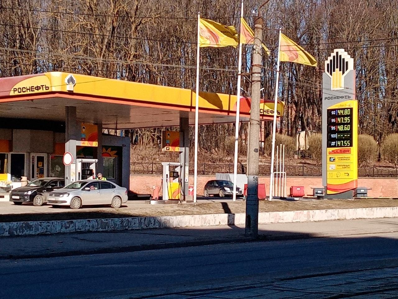 На заправках «Роснефти» в Смоленске подорожал бензин