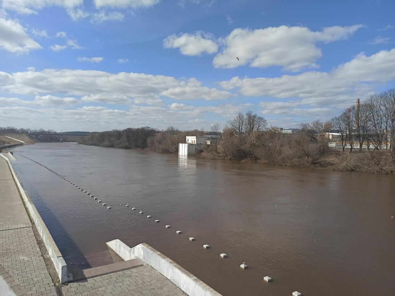 Мы ее теряем: В Смоленске набережную затопило еще сильнее из-за днепровского паводка