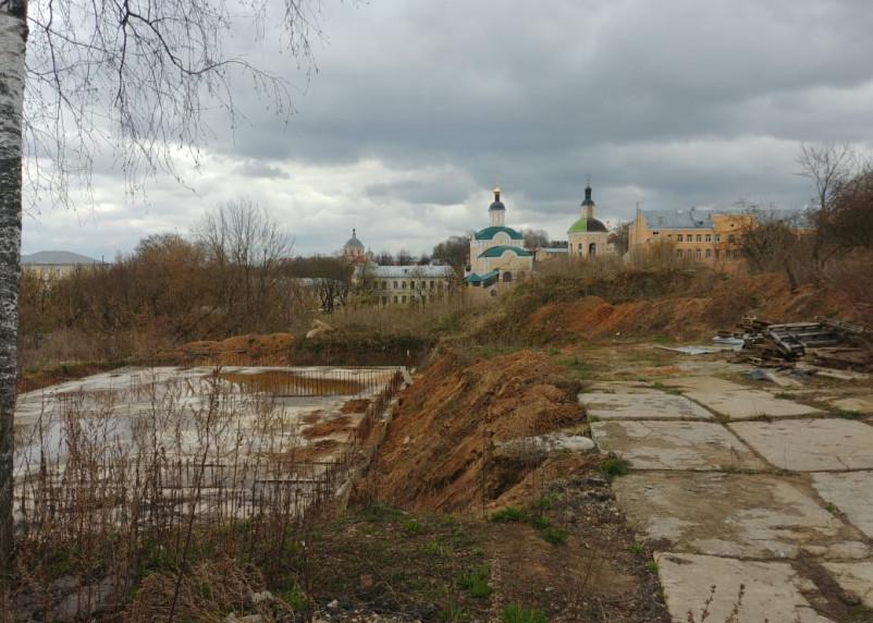 Вопрос самовольного строительства гостиницы в Смоленске сдвинулся мертвой точки