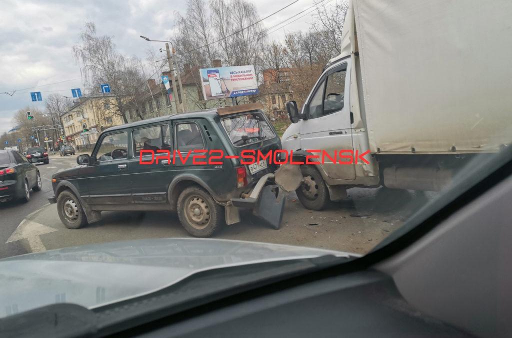 Несколько ДТП затрудняют движение по улицам Смоленска