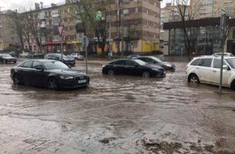 Улицу Николаева в Смоленске затопило после сильного дождя
