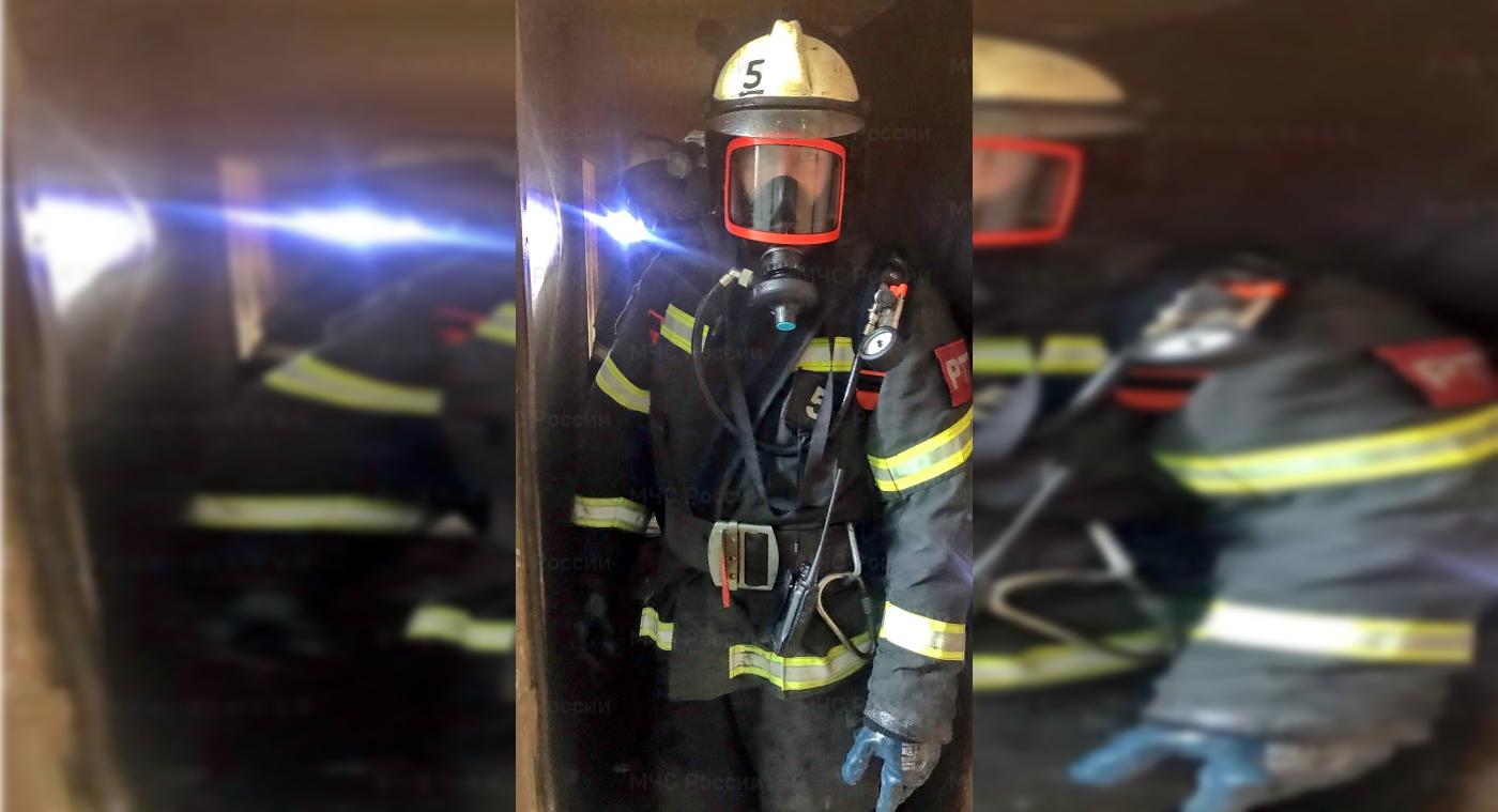 Двух человек спасли из горящей квартиры на улице Твардовского в Смоленске