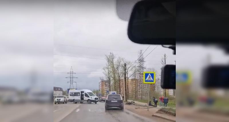 В Смоленске водитель маршрутки столкнулся с мотоциклистом