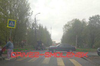 В Смоленске две иномарки столкнулись на улице Маршала Соколовского