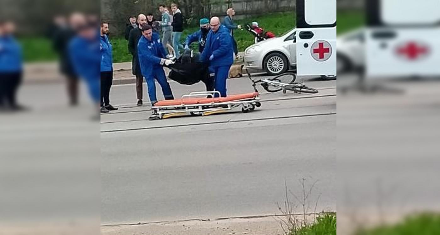 5 мая возле торгового центра «Макси»случилась авария. На место приехала скорая помощь и госпитализировала пострадавшего.