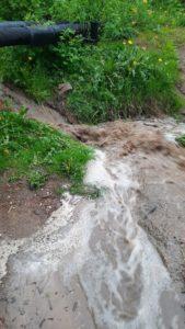 Бурные потоки размывают улицу Ново-Краснофлотскую в Смоленске