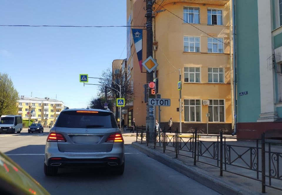 На улице Дзержинского в Смоленске установили новые светофоры