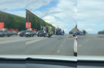 Пострадал мотоциклист и его пассажирка в аварии в Смоленске