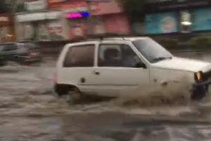 В Смоленске несколько улиц «накрыло волной» после дождя